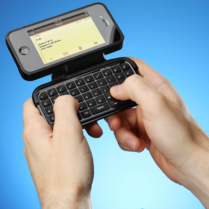 L'univers des Geeks - Page 5 E66e_iphone_case_with_keyboard_inuse