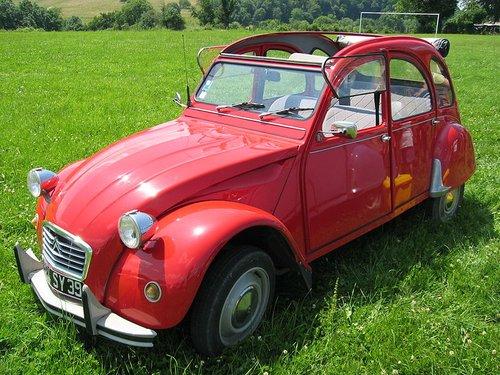 Citroen 2CV1 Top 10 des voitures françaises les plus classes de lhistoire